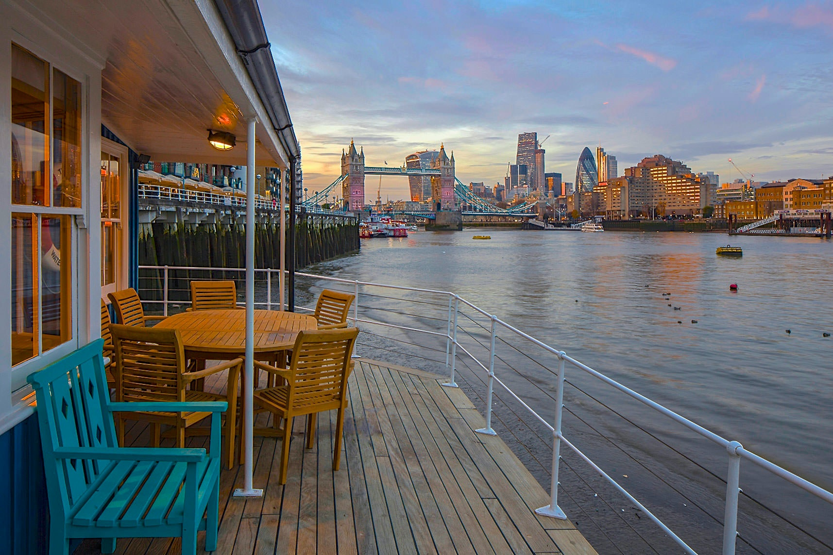 From This Lovely Houseboat S Terrace You Can Enjoy A Unique Viwe Of Tower Bridge While Drinking