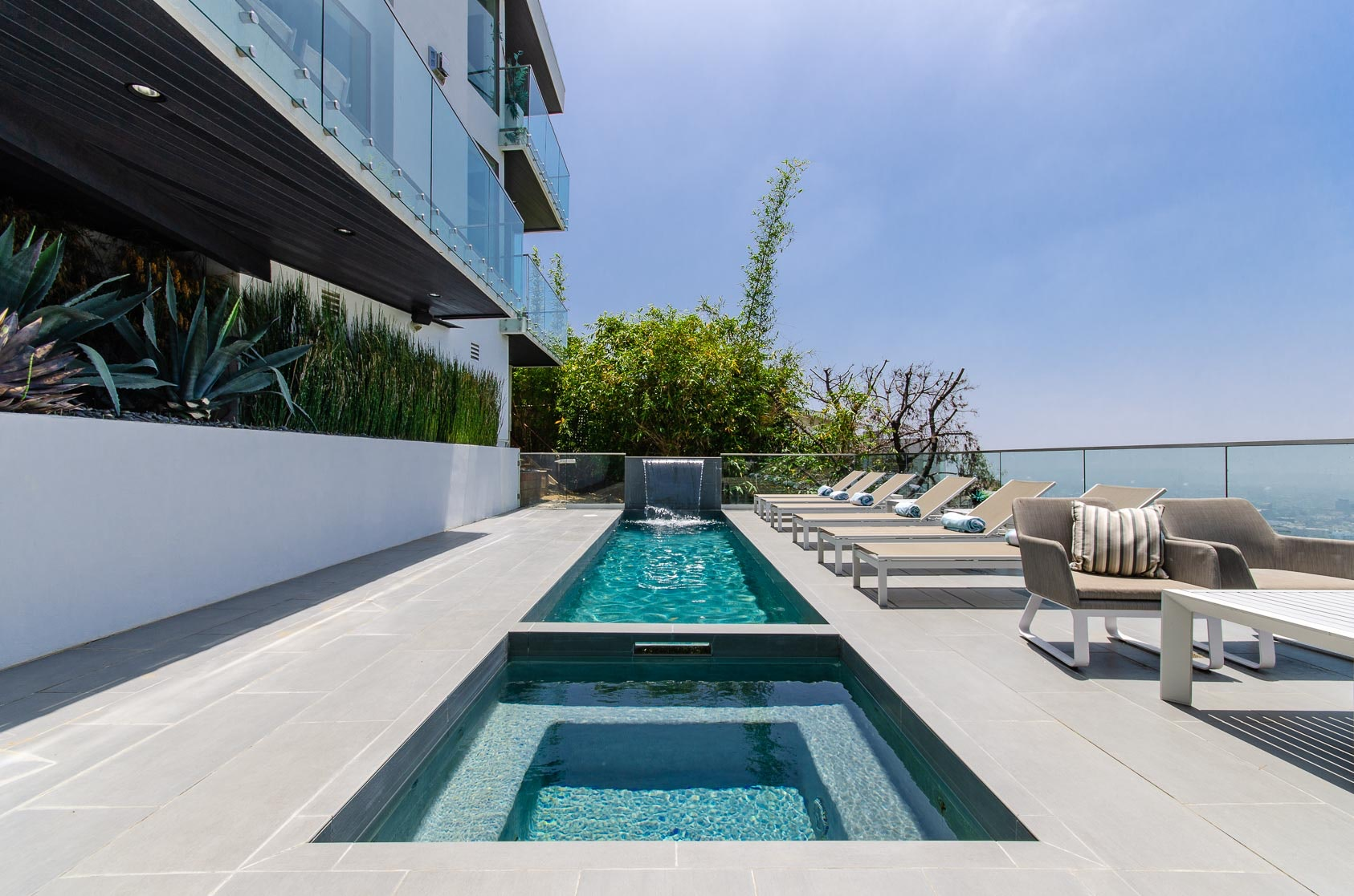 Make it Pop Art, Hollywood Hills, Los Angeles | The Plum Guide