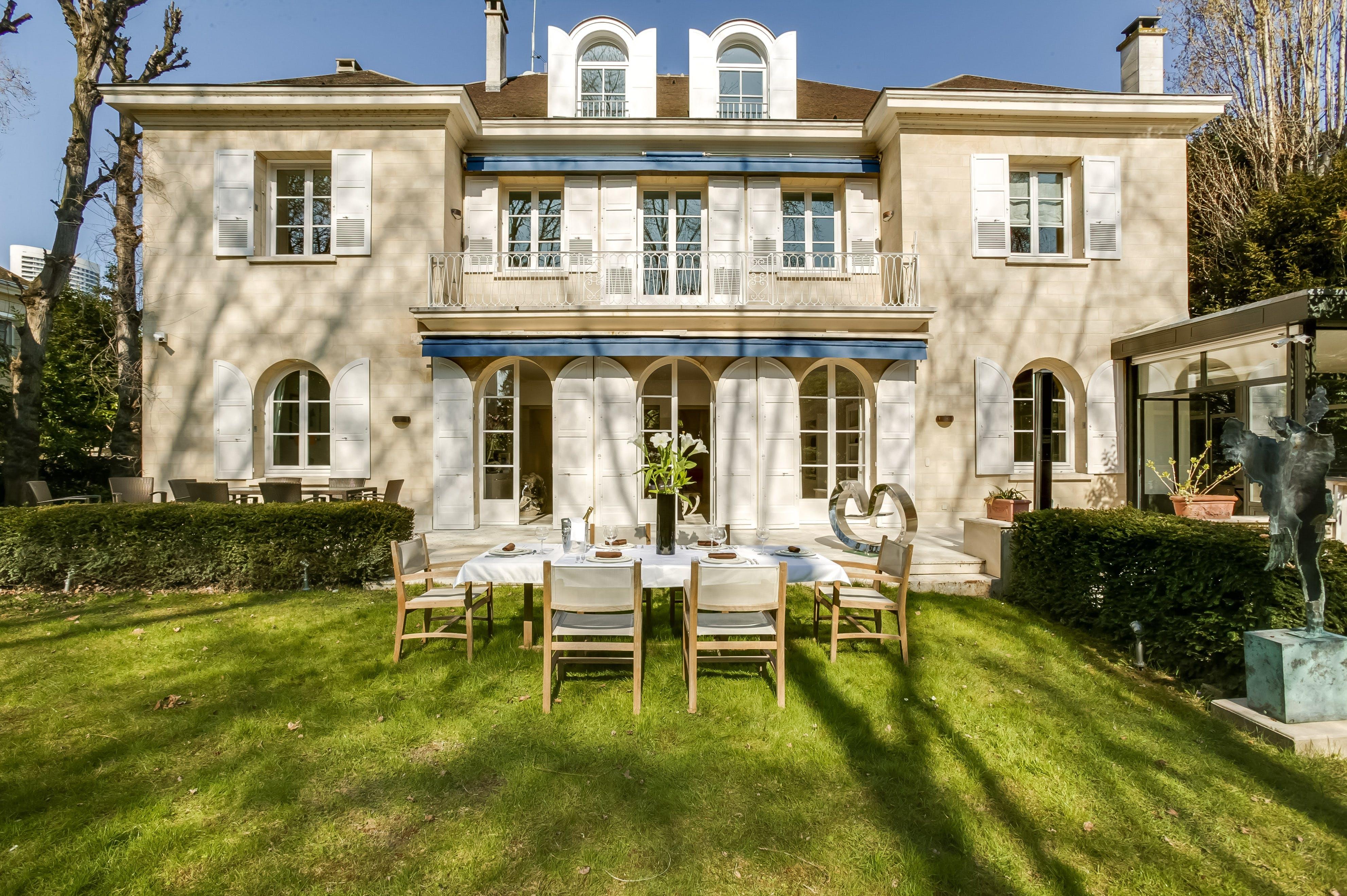 The Duke\'s Villa, Neuilly-sur-Seine, Paris   The Plum Guide